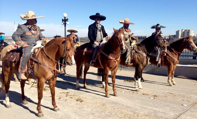 Con cabalgata en Fort Worth, Texas afianza MAR lazos con migrantes